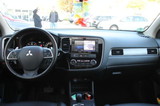 Mitsubishi outlander 2 2 di d instyle 4wd a t autohaus for Interieur team leipzig